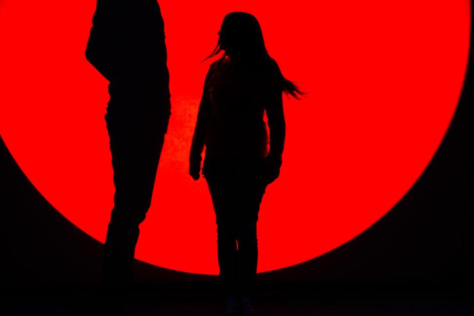 Schattenspiel in rot schwarz